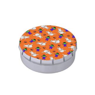 Calabazas anaranjadas lindas de la momia de frascos de caramelos