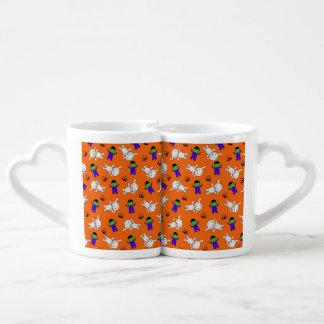 Calabazas anaranjadas lindas de la momia de tazas para parejas