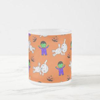 Calabazas anaranjadas lindas de la momia de taza de café
