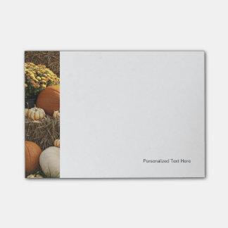 Calabazas de otoño y exhibición de la momia nota post-it®
