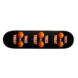 Calabazas del truco o de la invitación del tablero tabla de skate