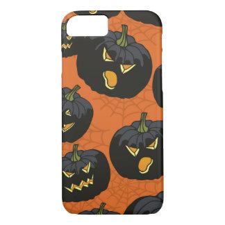 Calabazas negras de Halloween en el naranja Funda iPhone 7