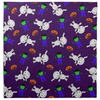 Calabazas púrpuras lindas de la momia de servilletas de papel