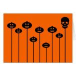 Calabazas y cráneo crecientes tarjeta