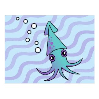 Calamar lindo en el azul de océano tarjeta postal