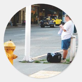 Calcetero de la calle pegatina redonda