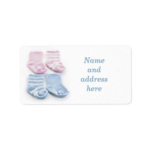 Calcetines azules y rosados del bebé etiqueta de dirección