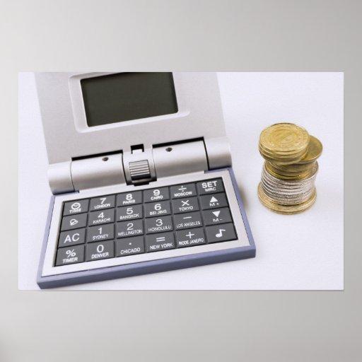 Calculadora y poster de las monedas