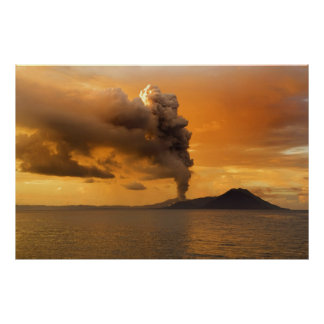 Caldera de Rabaul del volcán de Tavurvur que entra Impresiones