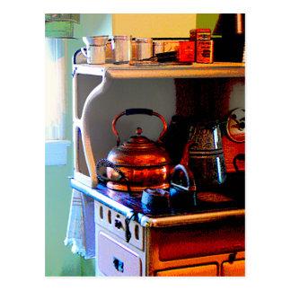 Caldera de té de cobre en estufa tarjetas postales