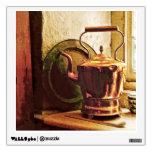 Caldera de té de cobre en Windowsill