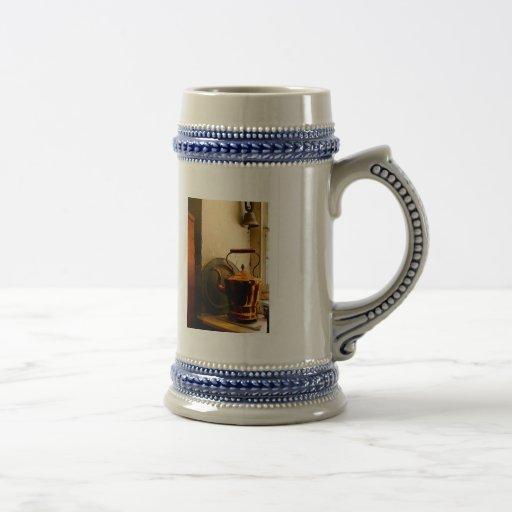 Caldera de té de cobre en Windowsill Jarra De Cerveza