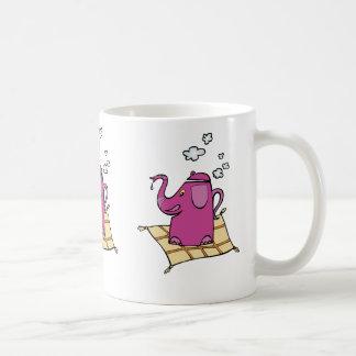 Caldera de té del elefante del vuelo taza básica blanca
