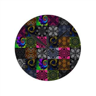 Caleidoscopio acolchado del fractal reloj redondo mediano