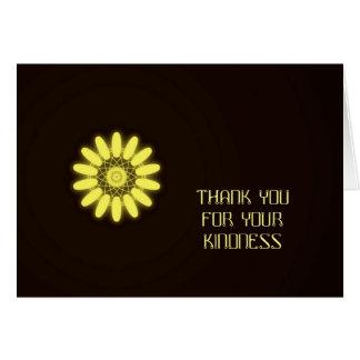Caleidoscopio amarillo en fondo negro tarjeta de felicitación