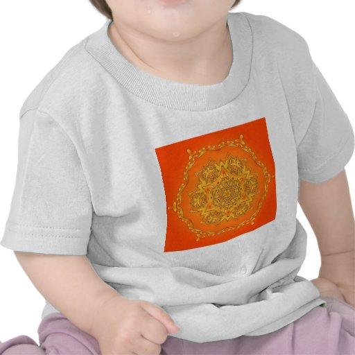 Caleidoscopio anaranjado: Ilustraciones hexagonale Camisetas