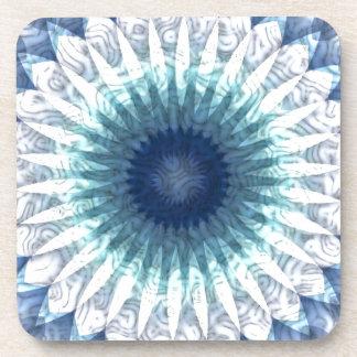 Caleidoscopio de la flor de los azules de océano posavasos de bebidas