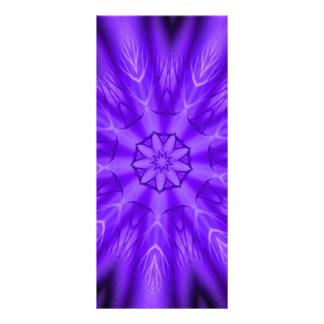 Caleidoscopio púrpura radiante de la flor lona publicitaria