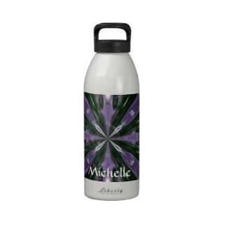 Caleidoscopio púrpura y verde botella de agua