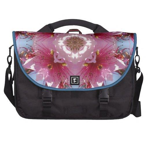 Caleidoscopio rosado de las flores de cerezo bolsas para portatil