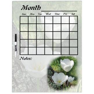 Calendario blanco de la flor de los tulipanes pizarra