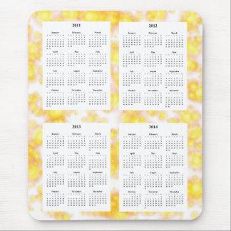 Calendario de 4 años en el diseño blanco Backgrd. Alfombrillas De Raton