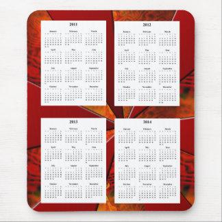 Calendario de 4 años en el diseño rojo blanco mousepads