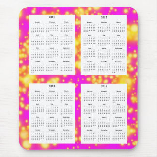 Calendario de 4 años en el diseño rosado Backgrd. Alfombrilla De Ratones