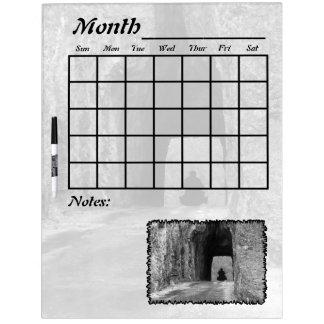 Calendario del túnel de la carretera de las agujas tablero blanco