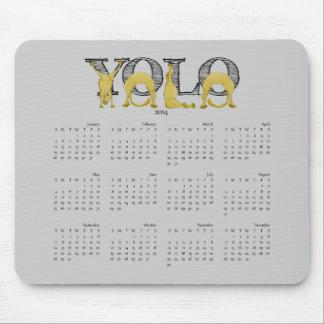 Calendario flexible 2014 del potro de YOLO Tapetes De Ratón