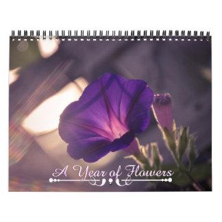 Calendario floral rosado y púrpura magnífico de la