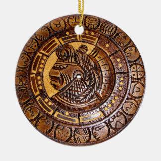 Calendario maya con un agujero en el centro adornos