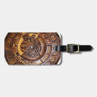 Calendario maya con un agujero en el centro etiqueta para equipaje