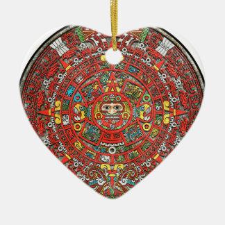 Calendario maya adorno de cerámica en forma de corazón