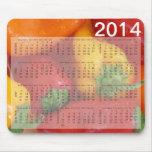 Calendario mojado colorido de los paprikas alfombrilla de raton