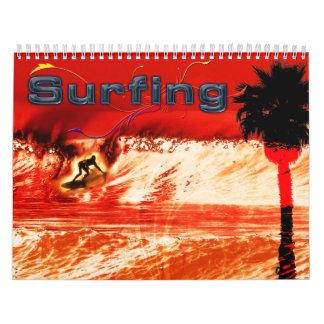 Calendario que practica surf