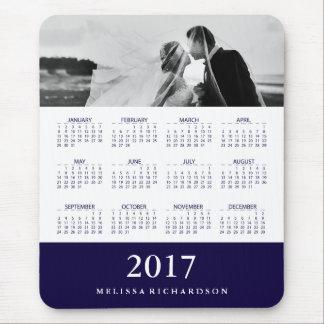 Calendario y foto modernos de la raya de azules mouse pad