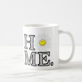 Calentador sonriente de la casa de la margarita taza