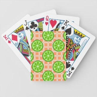 Cales brillantes de la fruta cítrica del verano en barajas de cartas