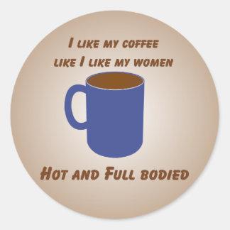 ¡Caliente y fuerte! El café tiene gusto del Pegatina Redonda