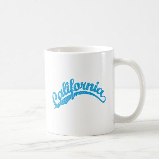California apenó el logotipo de la escritura en taza clásica