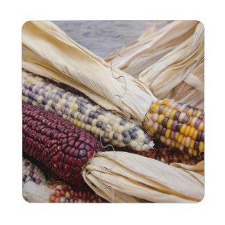 California. Maíz indio colorido de la cosecha de Posavasos De Puzzle