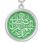 Caligrafía islámica colgante