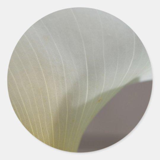 Calla lily curve classic round sticker