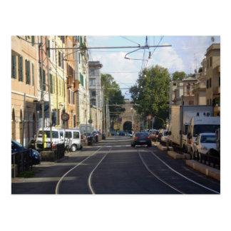 Calle colorida en Roma Postal