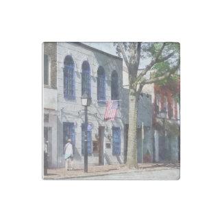 Calle con la bandera americana Alexandría VA Imán De Piedra