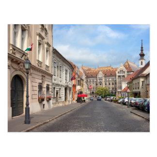 Calle de Fortuna en distrito del castillo en Budap Postales