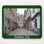 Calle de la ciudad de Quebec Alfombrillas De Ratón