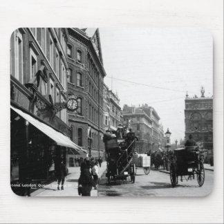 Calle de la reina Victoria, Londres, c.1891 Mousepad