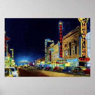 Calle de Reno Nevada Virginia en la noche Póster